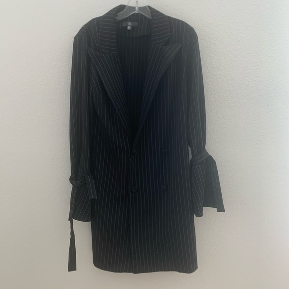 Missguided Dresses & Skirts - Missguided blazer striped dress size 6 cute new